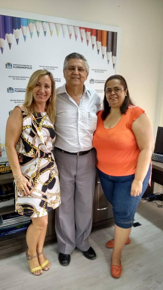 A Presidente da AOESC, Sra. Diléia Pereira Bez Fontana,  o  Secretário Sr. Rodolfo Joaquim Pinto da Luz e a Vice-Presidente da AOESC, Sra. Lucia Maria dos Santos Machado.