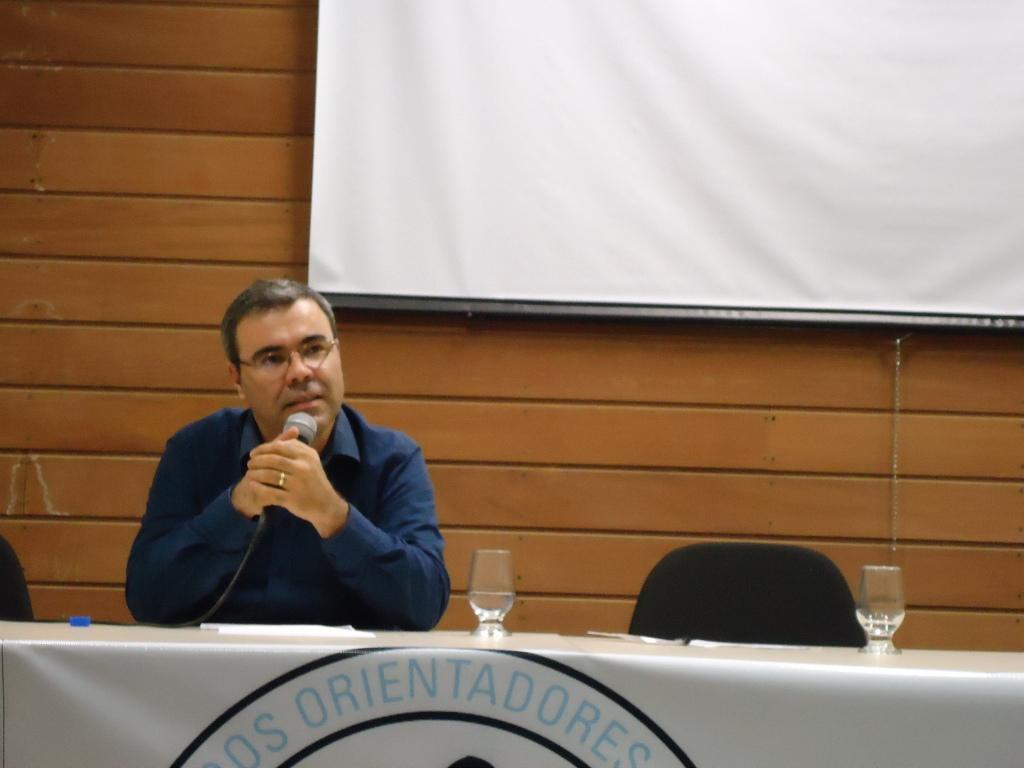 """Palestra """"Currículo e Alteridade"""" ministrada pelo Prof. Dr. Lourival José Martins Filho."""