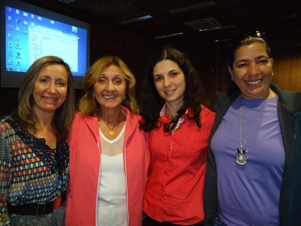 Palestrante Profa Dra. Mirian Paura S. Z. Grinspun com participantes do XXIII Seminário da AOESC.