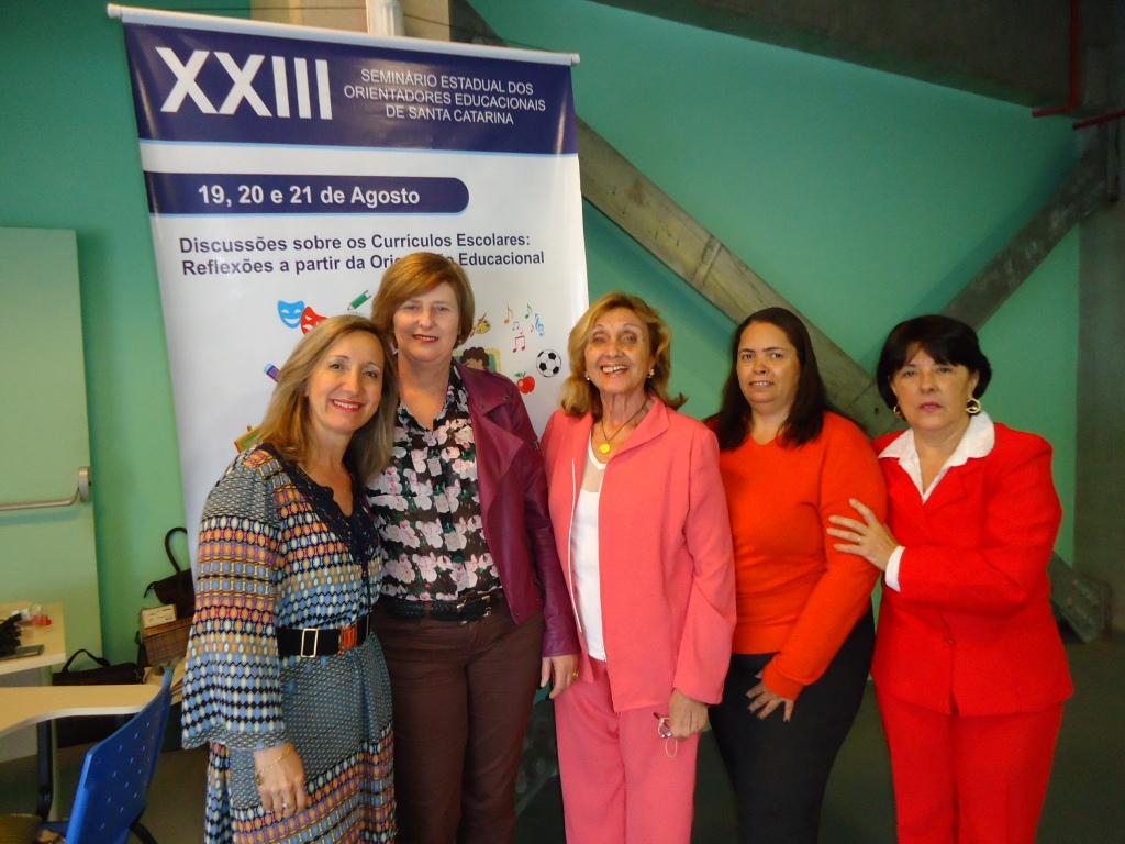 Diretoria da AOESC com as palestrantes Profa Dra. Mirian Paura S. Z. Grinspun e a O.E. Sra. Marise Miranda Gomes.