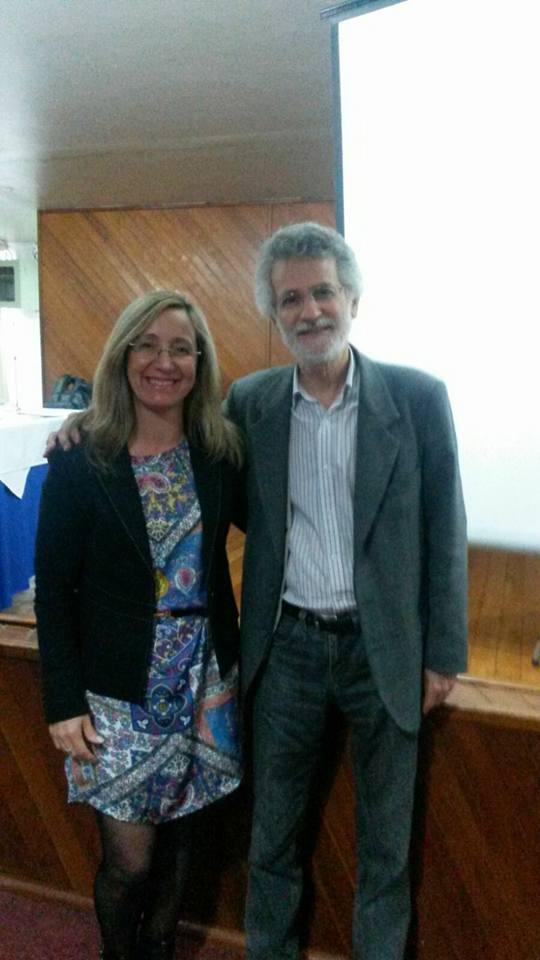 Presidente da AOESC Sra. Diléia Pereira Bez Fontana acompanhada do conferencista Prof. Dra. Luiz Carlos de Freitas da UNICAMP.