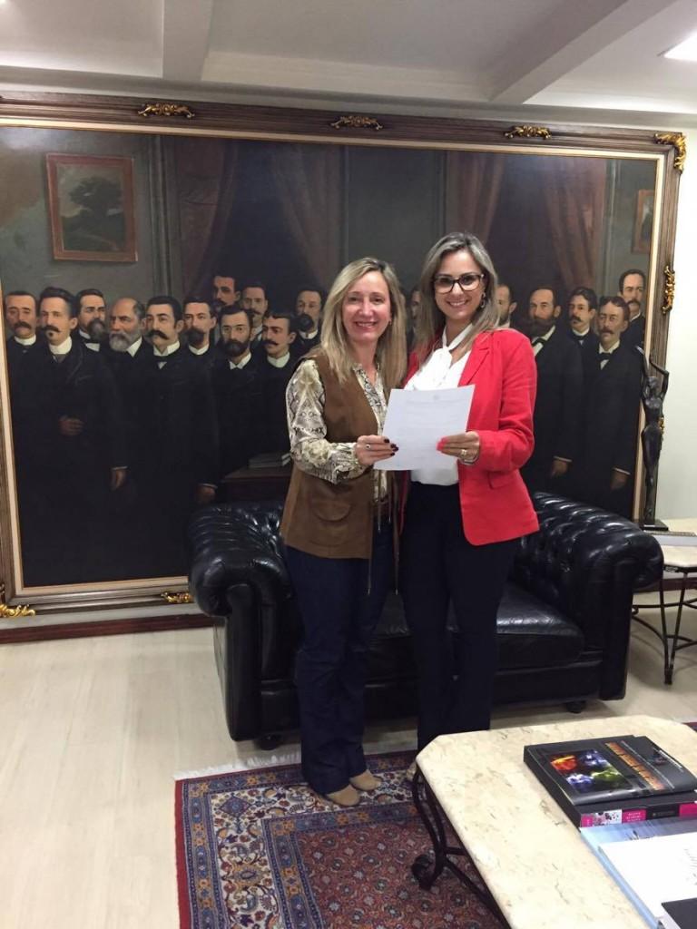 Sra. Diléia Pereira Bez Fontana, Presidente da AOESC; Sra. Renata Giornani,Secretária Executiva da ALESC