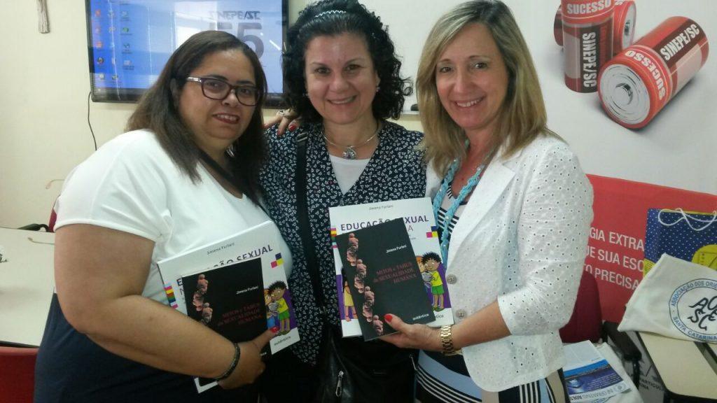 """Agora temos disponíveis os dois livros de autoria da Profª Drª Jimena Furlani na Biblioteca da AOESC: """"Mitos e Tabus da Sexualidade Humana"""" e """"Educação Sexual na Sala da Aula""""."""