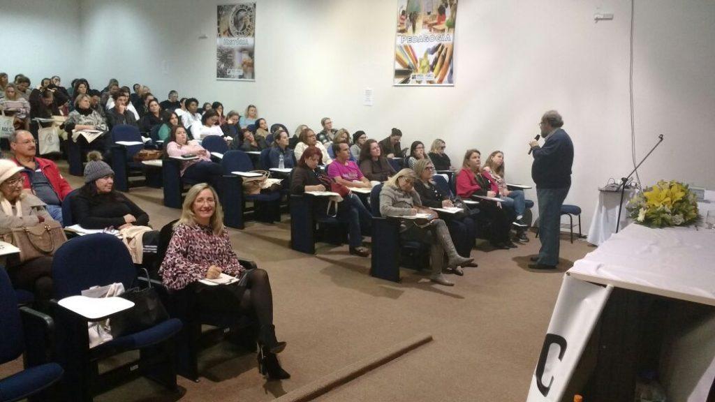 """Palestra """"O Cenário sobre as Políticas Educacionais"""" Palestrante: Celso Vasconcelos"""