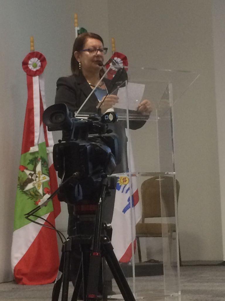 Sra. Yolanda, Presidente da ASERGS, que fez uma fala importante sobre a atuação dos Orientadores Educacionais e Supervisores Escolares nas Escolas.