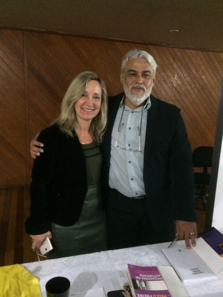 Presidente da AOESC O.E Diléia Pereira Bez Fontana e Palestrante Profº. Dr. Paulo Roberto Padilha.