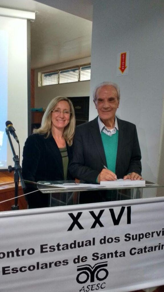 Presidente da AOESC O.E Diléia Pereira Bez Fontana e o Prof. Dr Miguel Arroyo da UFMG