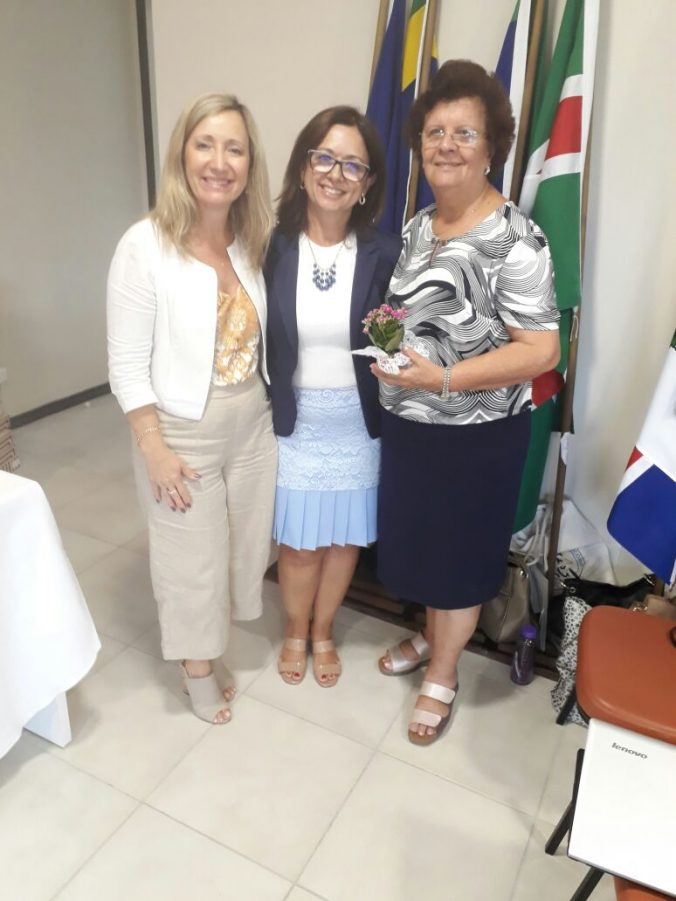 Vice-Presidente da AOESC, O.E Dileia Pereira Bez Fontana, representante da Professora Elza Moretto,  Sra. Mara Brognoli e Presidente da ACP Sra. Maria de Andrade da Silva