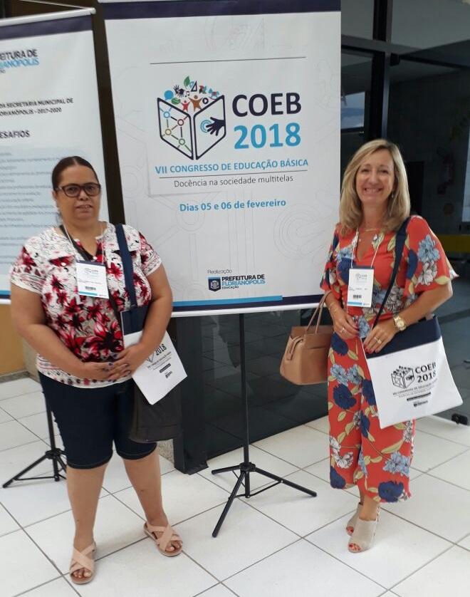 Vice-Presidente da AOESC, Sra. Diléia Pereira Bez Fontana e pela Tesoureira da AOESC, Sra. Lúcia Maria dos Santos Machado no VII Congresso de Educação Básica.