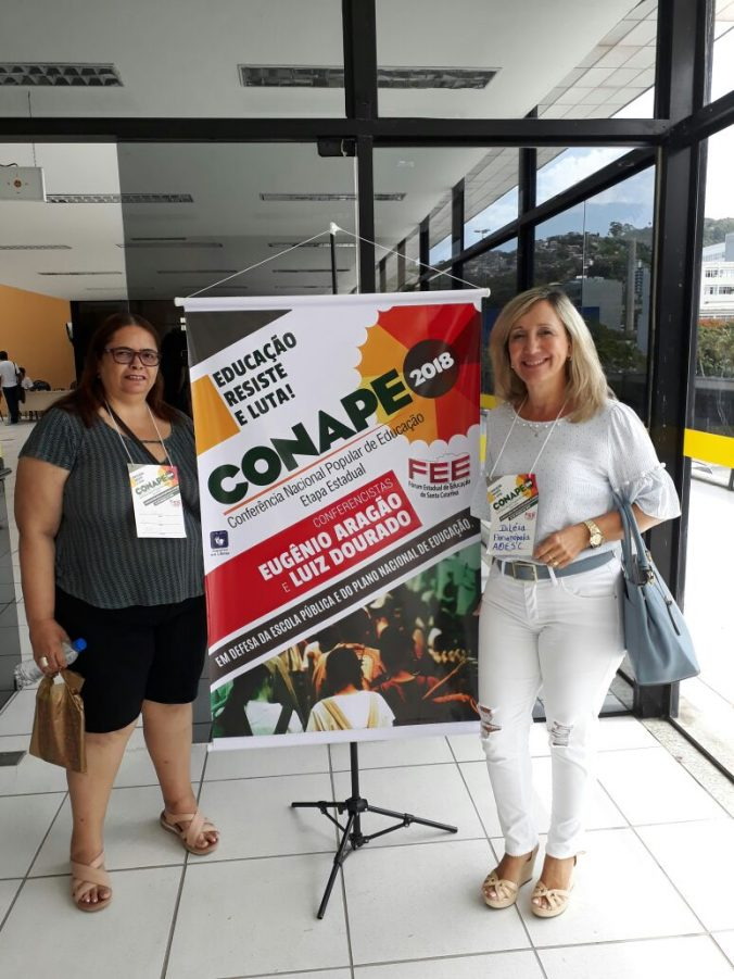 Vice-Presidente Sra. Diléia Pereira Bez Fontana e a Tesoureira da AOESC, Sra. Lúcia Maria dos Santos Machado