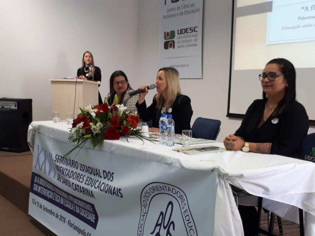 Primeira Palestra: Palestrante Thatiana, Coordenadora de Mesa, O.E. Diléia e Debatedora, O.E. Juliana Maués Silva.