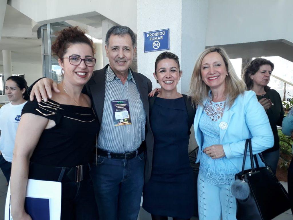 Presidente da AOESC, Sra. Diléia, com o Presidente da AAESC, Sr. Eloi Zambon, com a associada da AOESC , Sra. Mônica e a Palestrante Daniela Karine Ramos