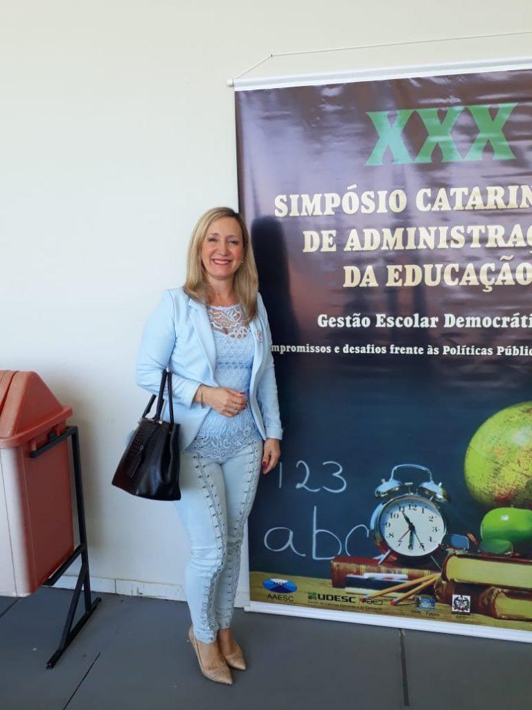 Presidente da AOESC, Sra. Diléia participando do XXX Simpósio Catarinense de Administração da Educação