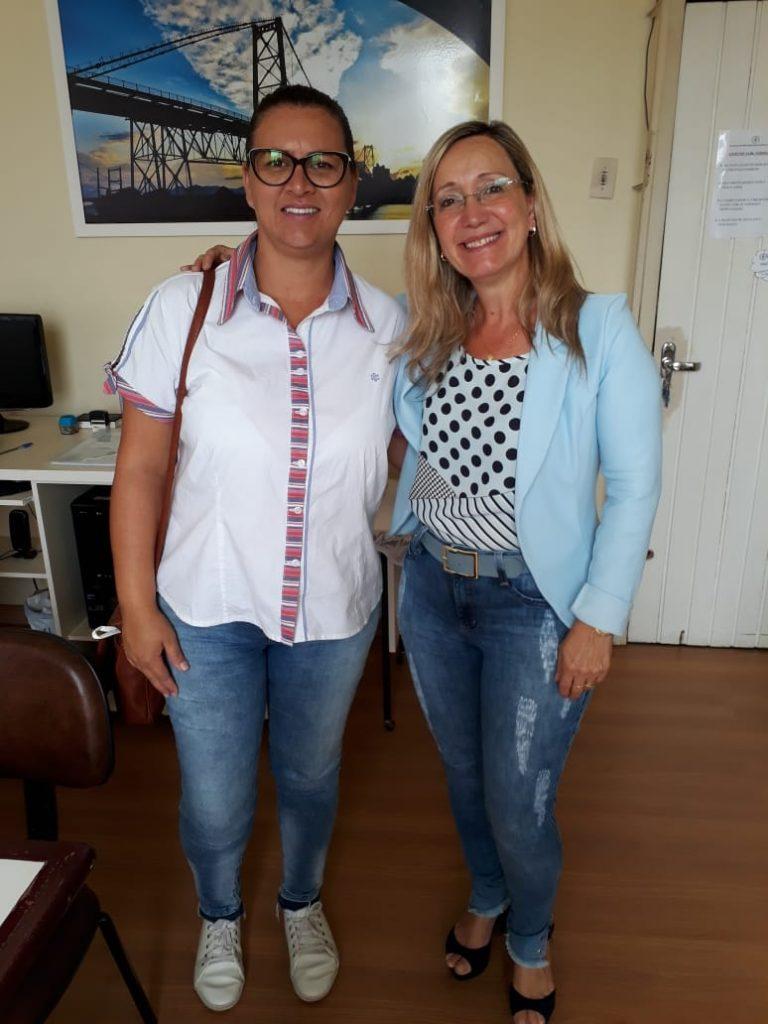 Presidente, Sra. Diléia Pereira Bez Fontana, com nossa primeira candidata a vaga de Estágio da AOESC. Aluna Michelle de Oliveira Borgett da UDESC/FAED.