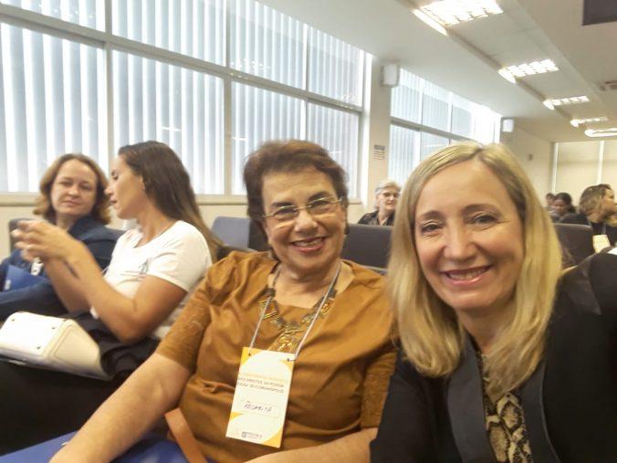 Presidente da AOESC, Diléia Pereira Bez Fontana com a ex Presidente do CMI Rosarita Bousfield.
