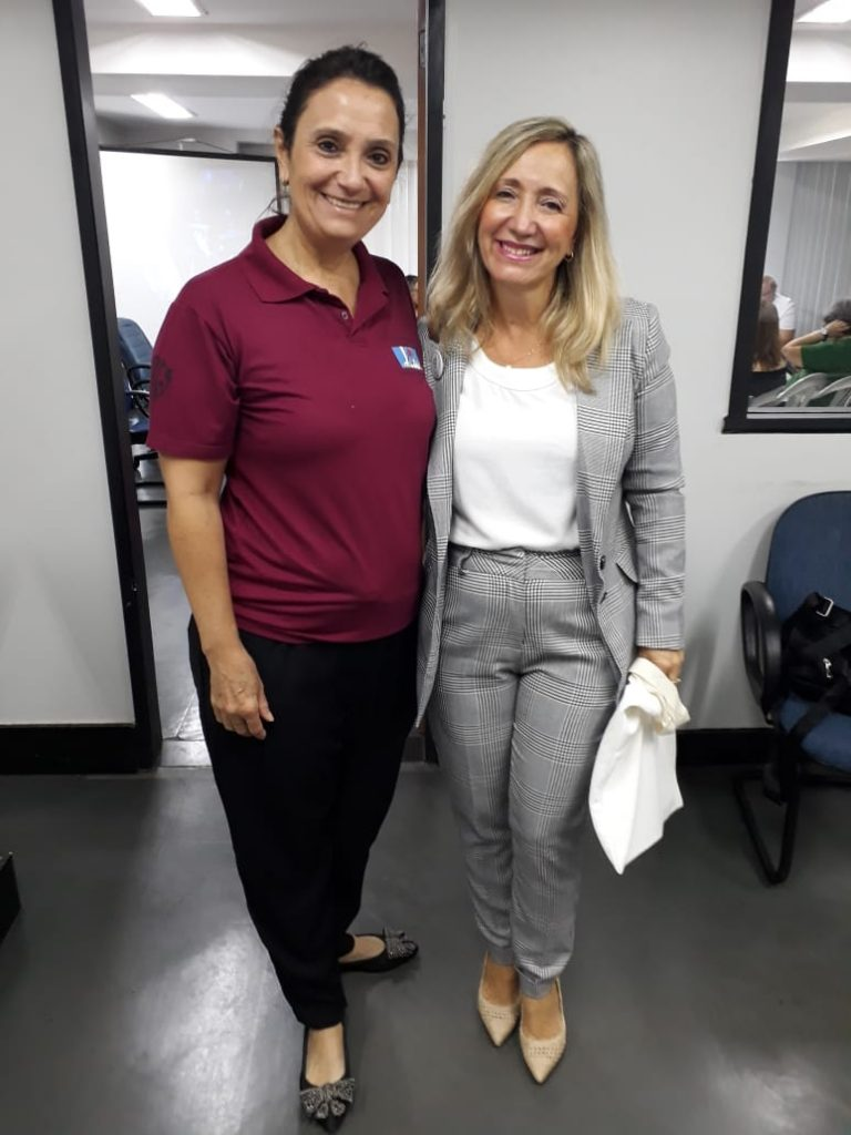 Presidente da AOESC, Sra. Diléia Pereira Bez Fontana com a presidente da AOERGS, Sra. Manoelita Tabille Manjabosco