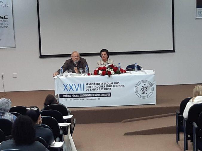 """Palestra: """"As Reformas da Previdência e as implicações no desenvolvimento das Políticas Públicas""""; Palestrante: Prof. Dr. João Alberto Rodrigues de Souza (SINESP). Coordenadora de Mesa: Profa. Maria de Andrade da Silva (Presidente da ACP)"""