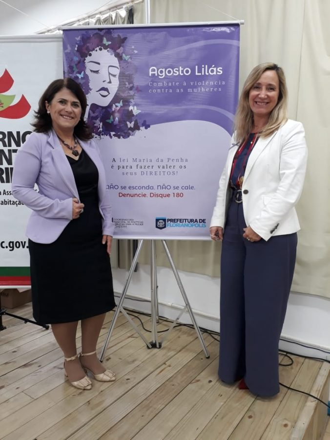 A Presidente O.E.  Diléia com a Coordenadora da COORDENADORIA DA MULHER DE FLORIANÓPOLIS Sra. Roseli Pereira .