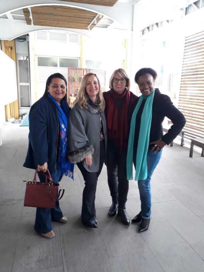 Presidente Diléia Pereira Bez Fontana com as Colegas Supervisoras Escolares da Diretoria da ASESC.
