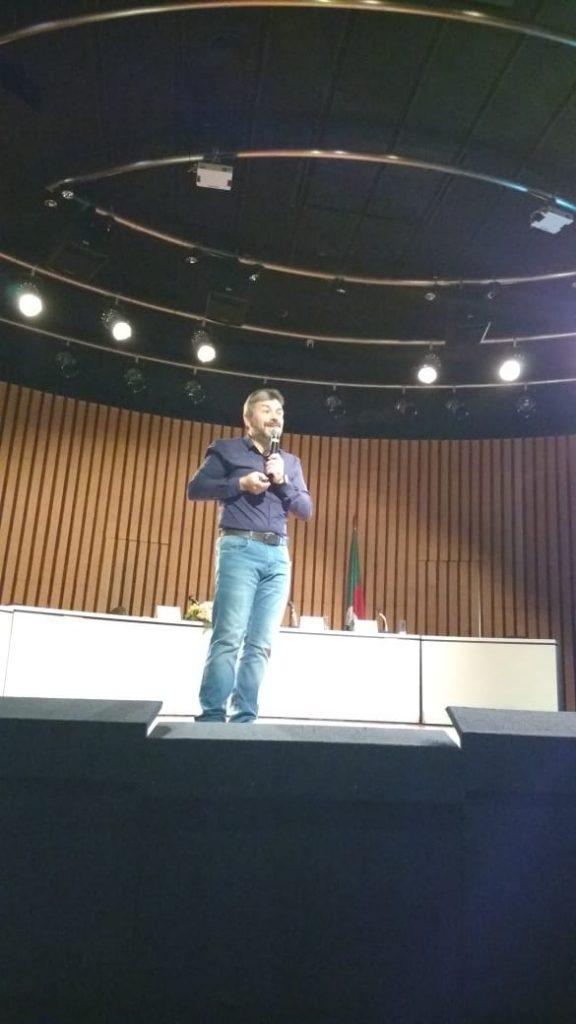 """Palestra - """" Contribuições da Neurociência nas Aprendizagens"""". Professor Dr. Diogo Losch de Oliveira"""