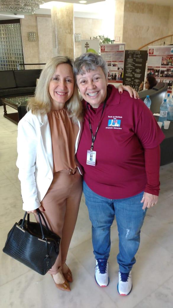 Presdente Sra. Diléia Pereria Bez Fonatana com Sra. Rosângela Diel da Diretoria Colegiada da AOERGS.