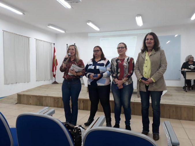 Presidente, Sra. Diléia Pereira Bez Fontana, Tesoureira, Sra. Lucia Maria dos Santos,  Secretária Geral , Monica Christien Rihl e a Vice- presidente ,Sra. Ivanisse Zarif,